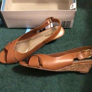 Tan shoes NWT size 9W